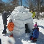 3.15雪を積み上げイグルーの完成